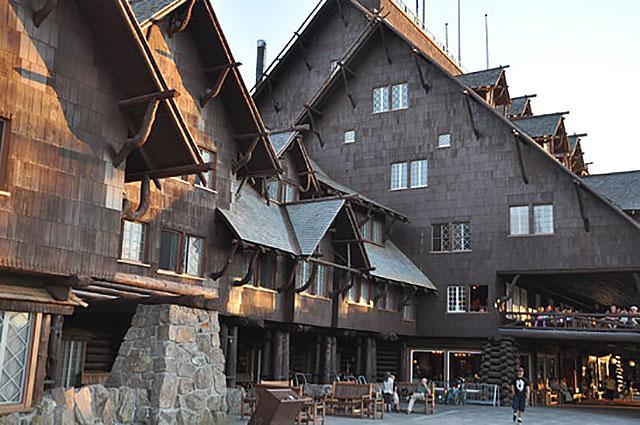 Old Faithfull Inn